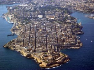MalDia-04-23-09-15-An-aerial-view-of-Valletta-on-an-isthmus-and-clearly-showing-the-parallel-grid-streets.